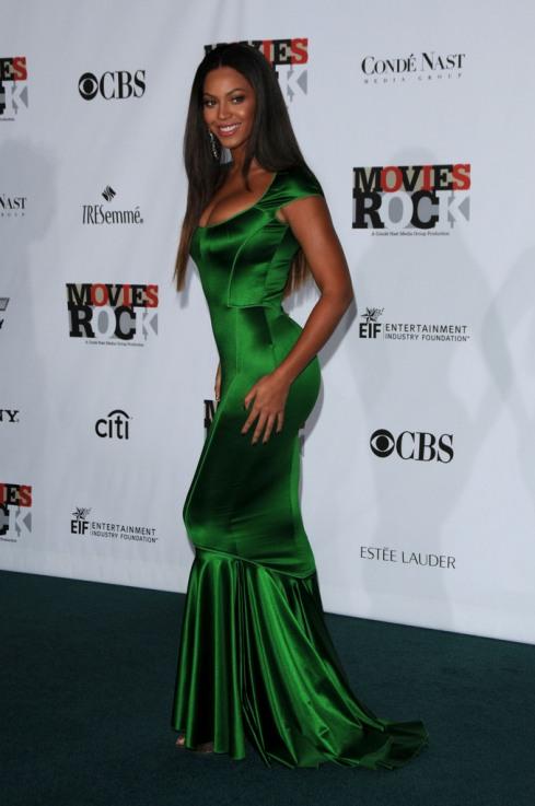 Бейонсе Ноулз в зелёном платье. Фото