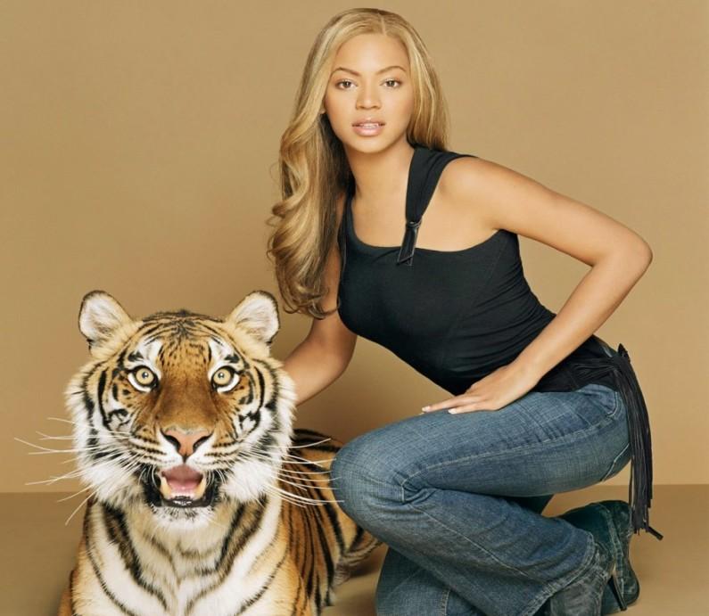 Бейонсе Ноулз и тигр. Фото