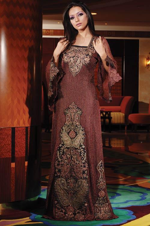 Мусульманка в красивом наряде. Фото