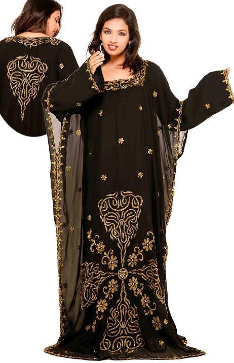 Красивая мусульманка в платье - джалабии. Фото