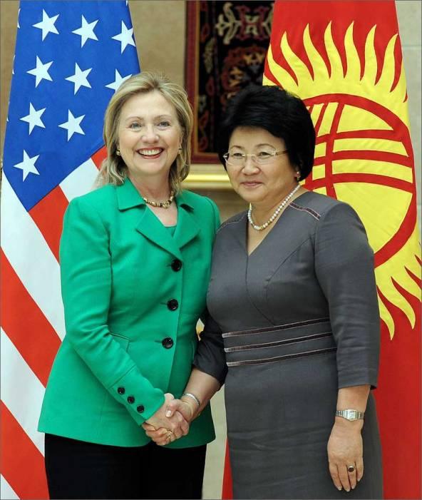 Роза Отунбаева и Хиллари Клинтон. Фото
