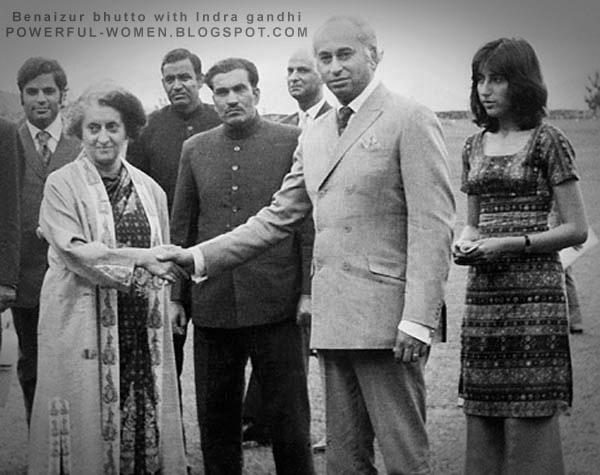Беназир Бхутто в молодости (крайняя справа) и Индира Ганди. Фото