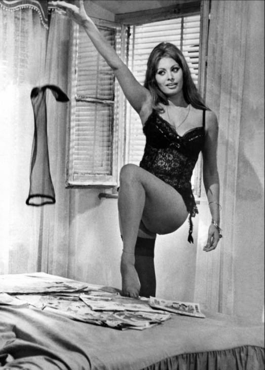 София Лорен в фильме Вчера, сегодня, завтра (1963) / Sophia Loren Ieri, oggi, domani (1963 film)