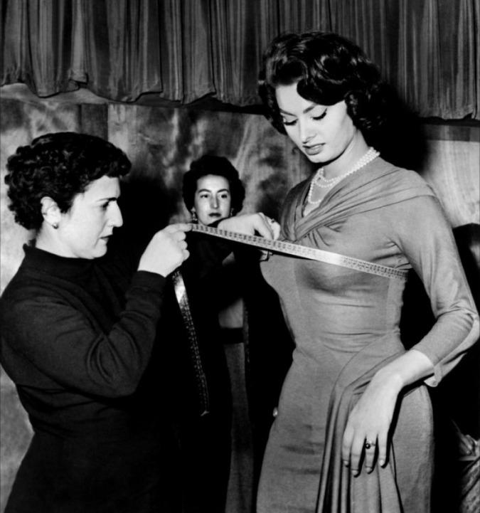 Измерение параметров фигуры Софи Лорен. Фото / Sophia Loren. Photo