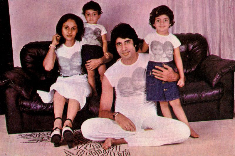 Амитабх Баччан с женой Джаей и детьми Шветой и Абхишеком. Фото / Amitabh Bachchan, Jaya, Shweta, Abhishek. Photo