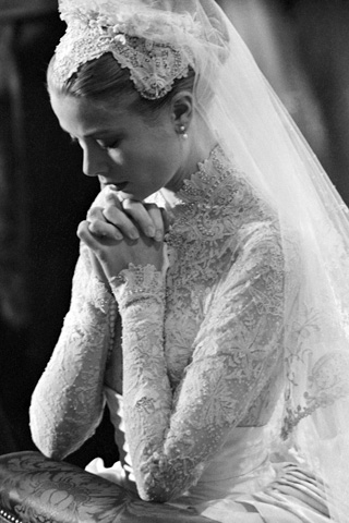 Грейс Келли в свадебном платье. Фото / Grace Kelly in a wedding dress. Photo