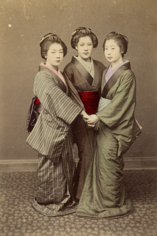 Три грации-японки. Фото /The three Graces. Photo