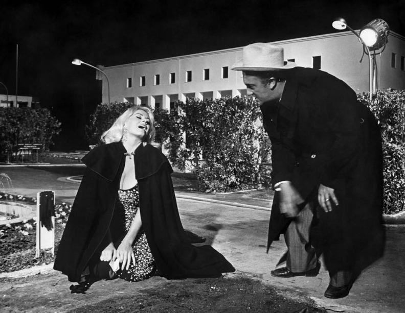 Анита Экберг и Федерико Феллини во время съёмок фильма «Боккаччо 70». Фото