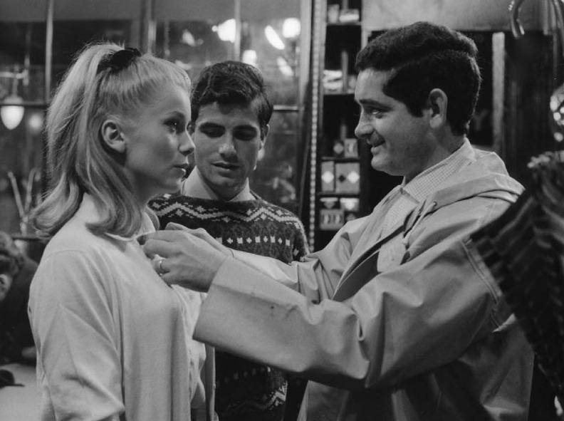 Катрин Денёв и Жак Деми во время съёмок фильма «Шербурские зонтики». Фото