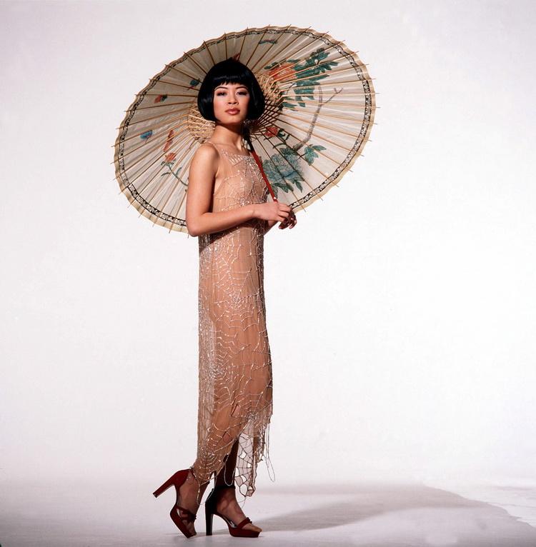 Ванесса Мэй с зонтом. Фото / Vanessa-Mae. Photo