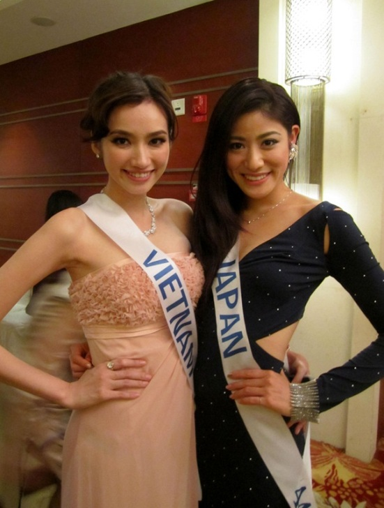 Truong Tri Truc Diem, Miss Vietnam International 2011 & Nagomi Murayama (Japan). Photo